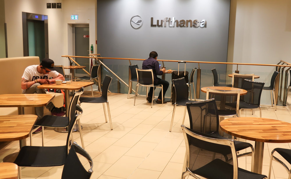 Cafe Seating - Lufthansa Welcome Lounge  Photo: Calvin Wood