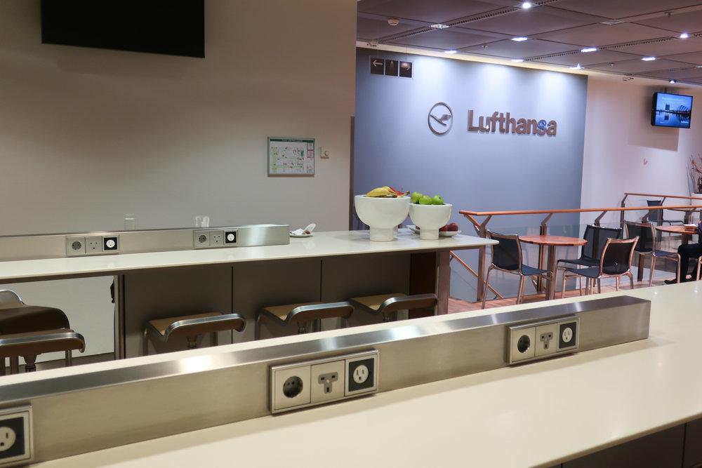 Work Area - Lufthansa Welcome Lounge  Photo: Calvin Wood