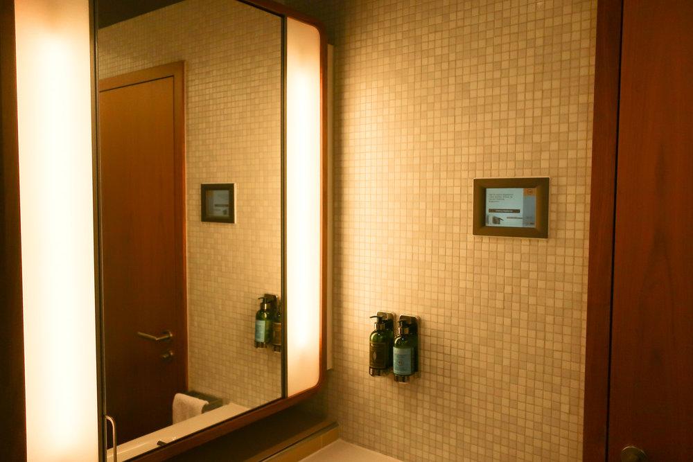 Shower Rooms - LH Welcome Lounge Frankfurt  Photo: Calvin Wood