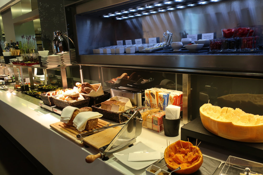 Buffet -  First Class Terminal -  Lufthansa - Frankfurt    Photo: Calvin Wood