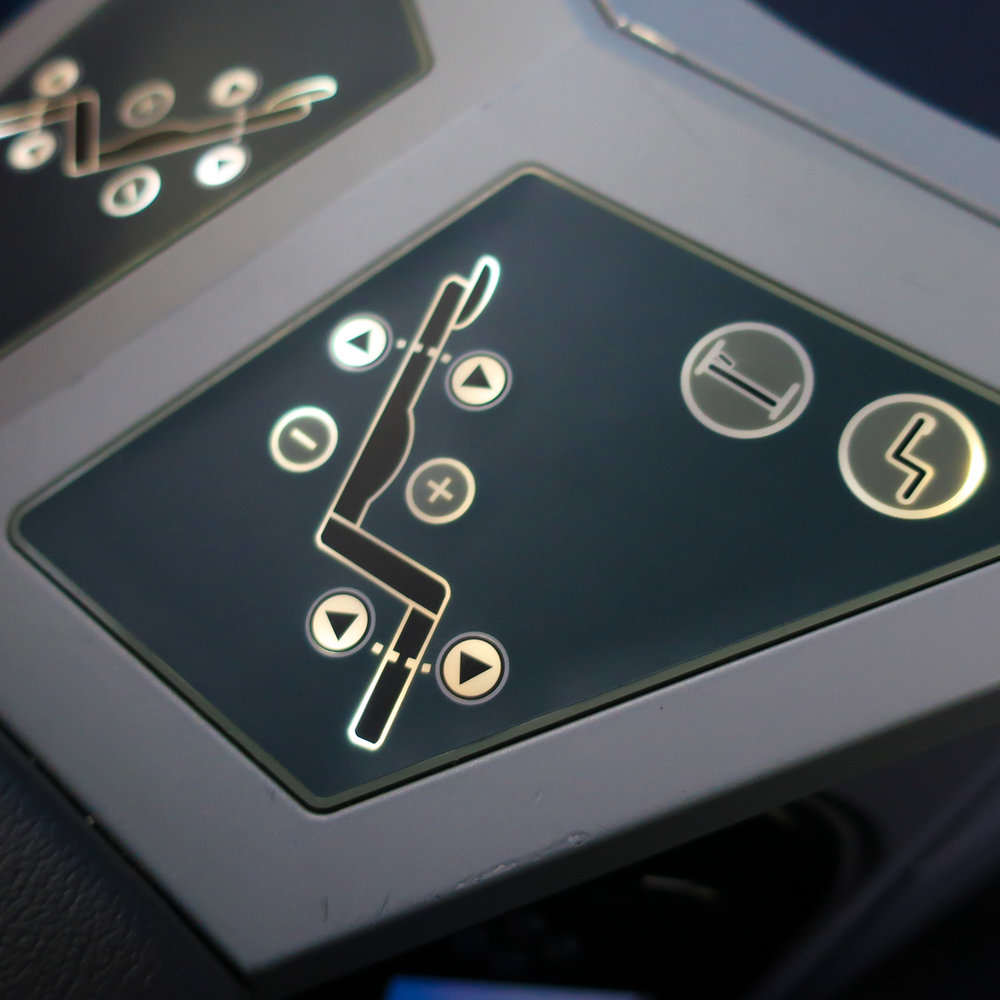 Seat Controls - United Business Class Boeing 787    Photo: Calvin Wood