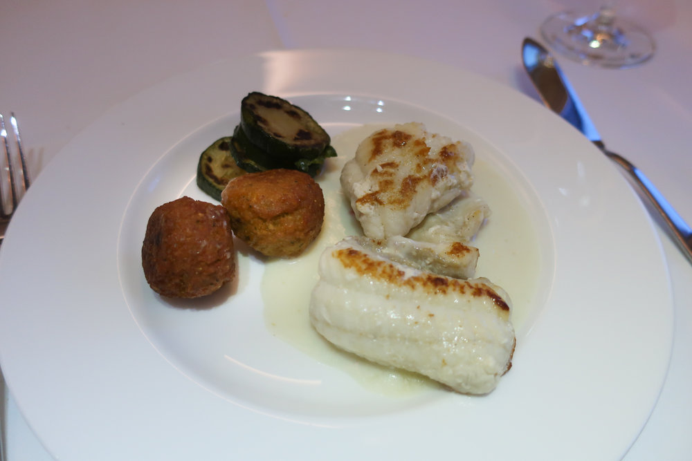 Main Course - Lufthansa First Class   Photo: Calvin Wood