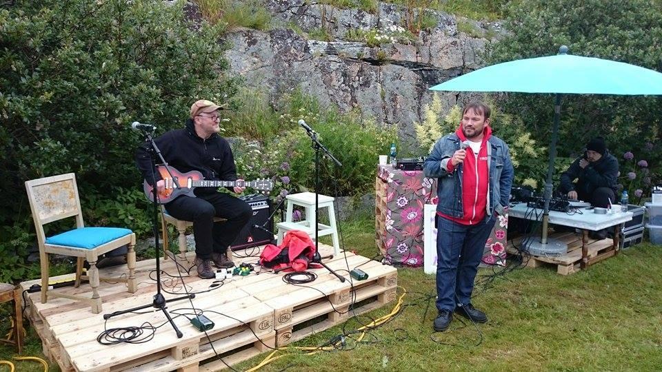 Guttorm spiller konsert med Mikkel Gaup på joik, på LØNSJFEST på Trænafestivalen, 2015