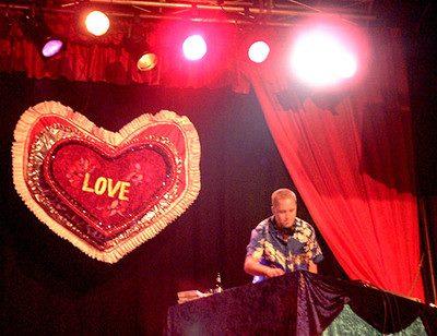 Guttorm er DJ på Den Norske Filmfestivalen i Haugesund.