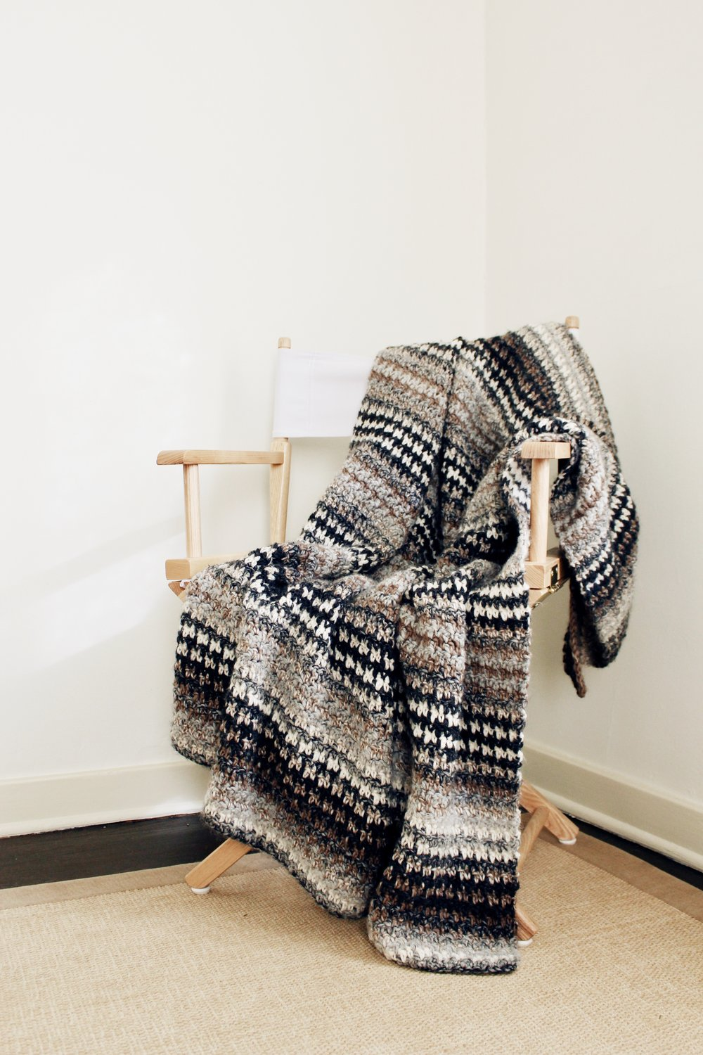 Houndstooth Cabin Throw Pattern — Two of Wands