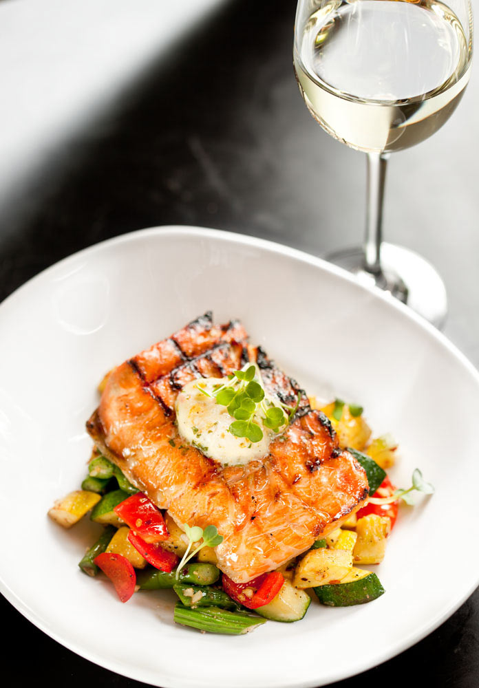 Food_photography_fish_salmon_squash_tomatoe_white_wine_butter.jpg