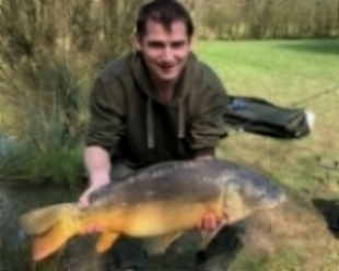 Robert Chesters with his                  18lbs 2ozs Mirror