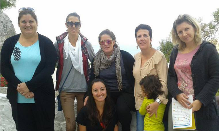 Volunteers in Aegiali: Anastasia Voulgaridi (second from the left) and Efi Pavlidou (third from left) with the teachers from the schools. We want to thank all teachers for their hospitality and especially the director Maria Anagnostou (fourth from the left) who opened the doors of the schools with great willingness.