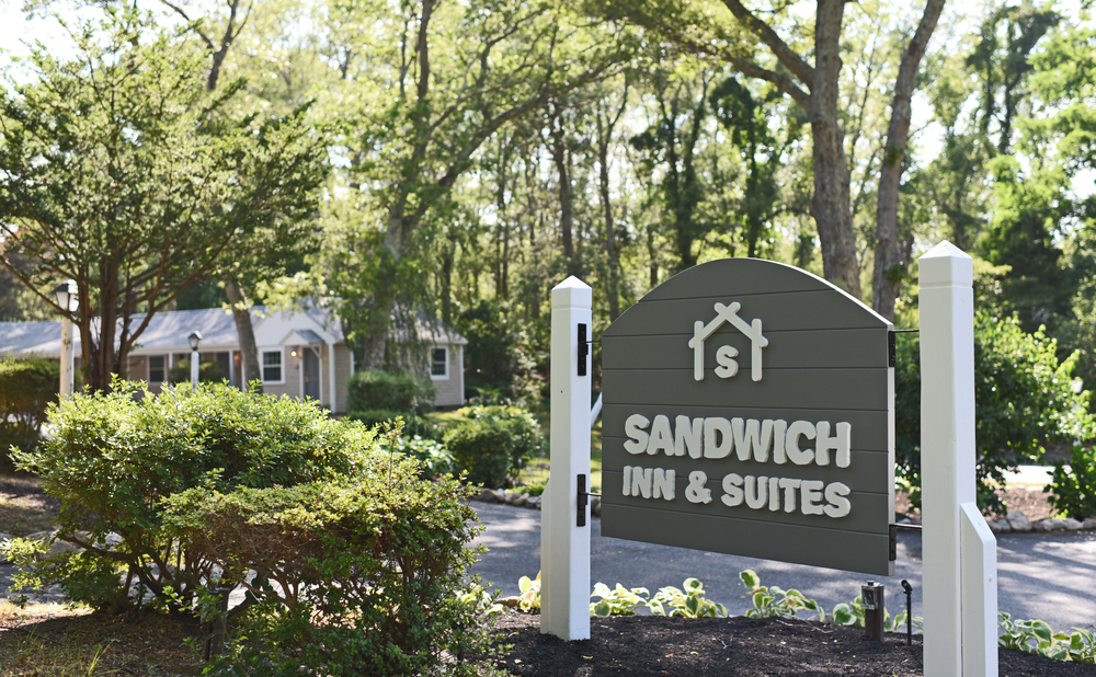 SandwichInnandSuites_Sign2.jpg