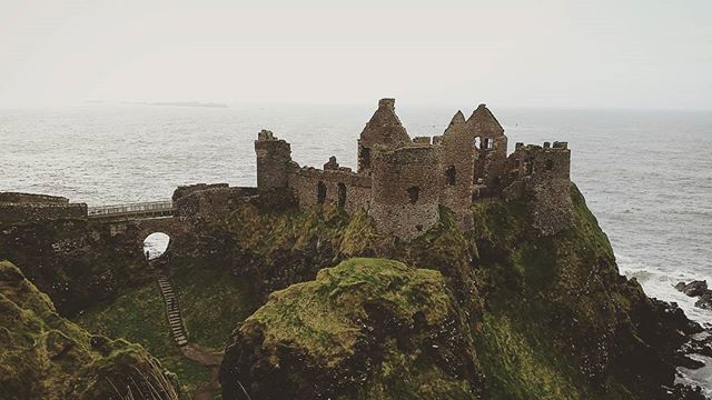 Visit to #dunlucecastle from my recent trip to the north coast to see the lovely @gemmaoneill #epic #northernireland #ireland #castle #ruins #haunted #northantrimcoast #gameofthrones #cliffs #sea