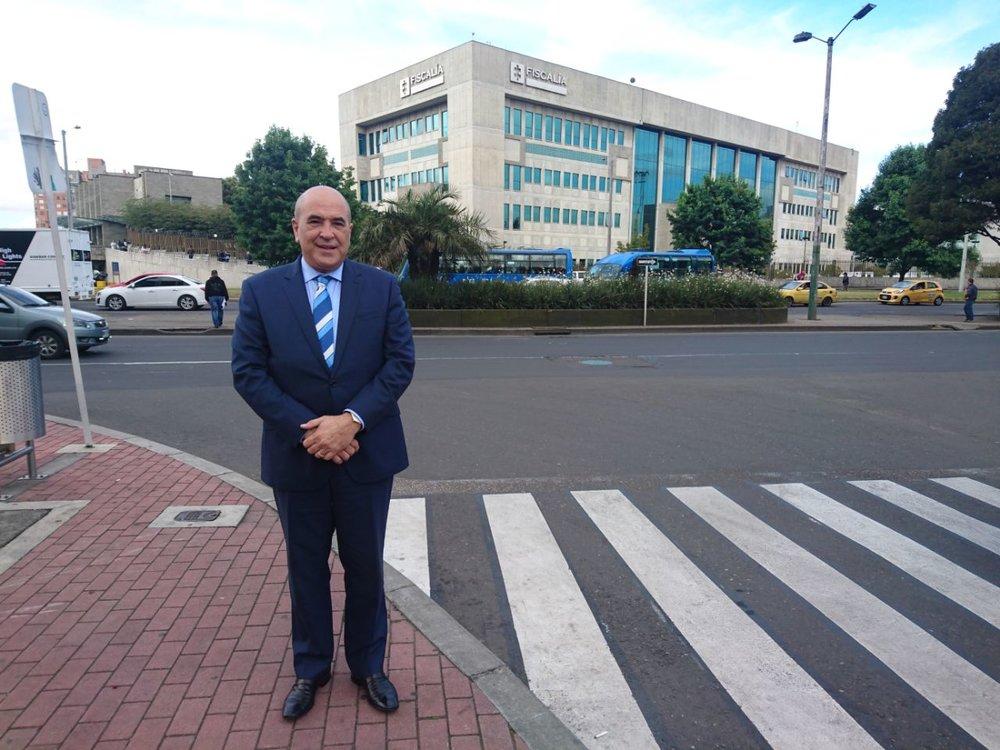 Dr. Abreu el la fiscalía en Bogota, Colombia.