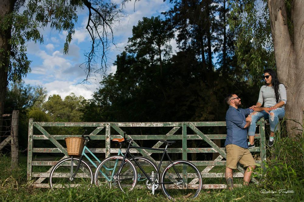 zavalla, parque villariño, bicicletas vintage, boda vintage, fotografia de casamientos en rosario, fotografo de casamientos en rosario, rodrigo trujillo fotografo