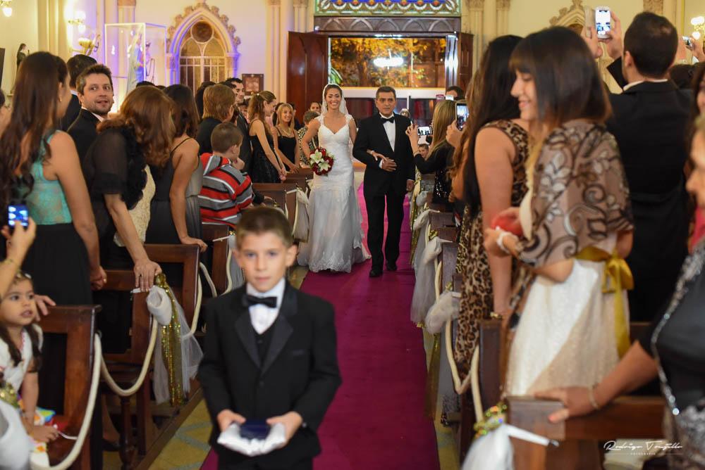 rodrigo trujillo fotografo, entrada de la novia, novios, iglesia san antonio rosario