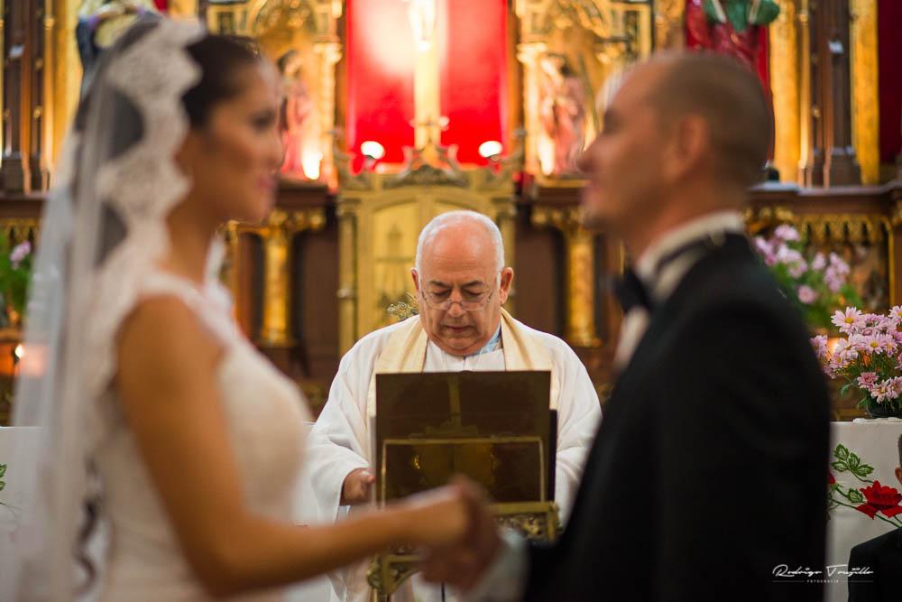 cura parroco, casamientos en rosario, fotografo de casamientos en rosario, rodrigo trujillo fotografo