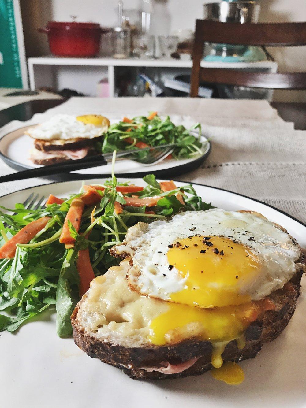 croque-madame-bechamel-gruyere-sandwich-french