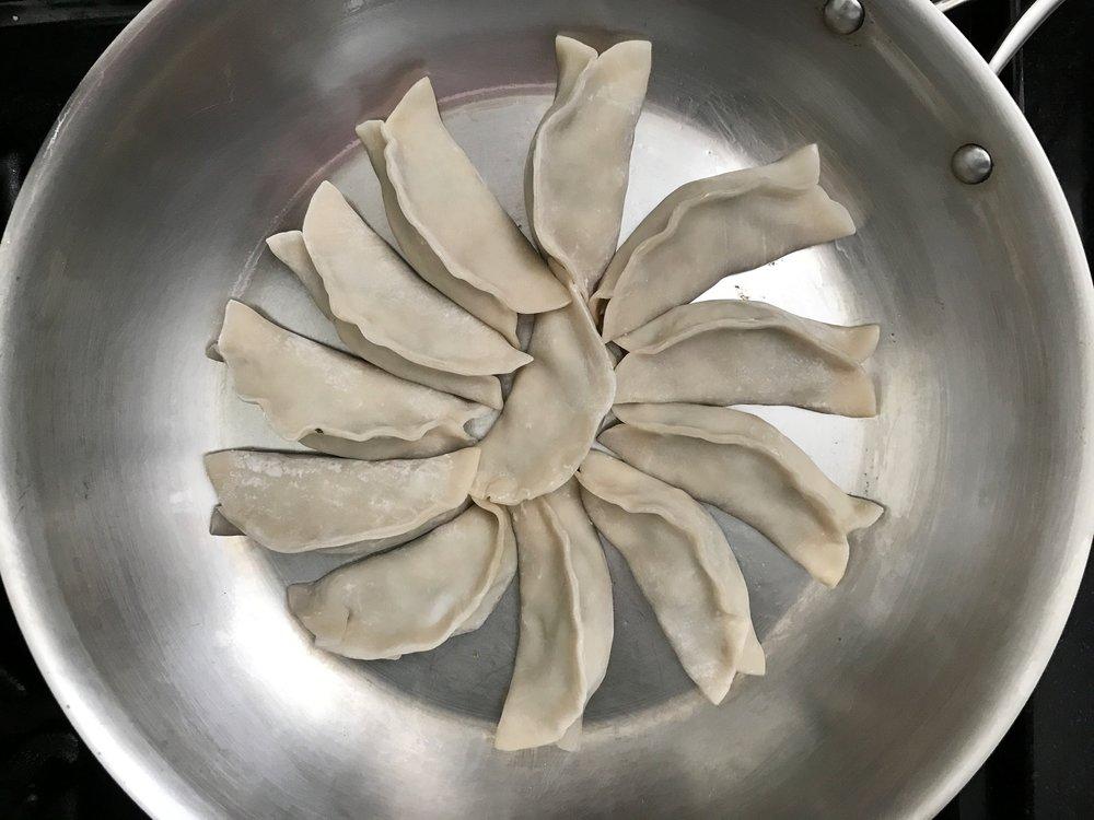 vegetarian-dumpling-chinese-potsticker