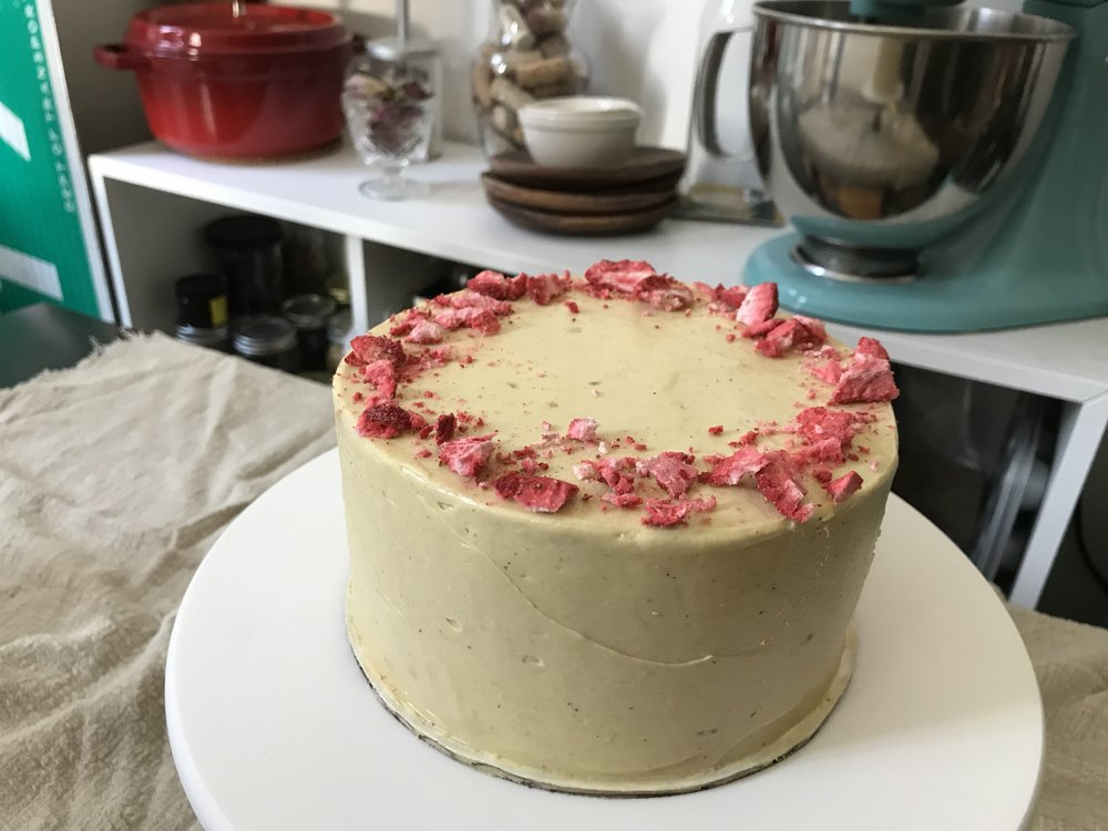 strawberry-pistachio-buttercream-roulade-cake