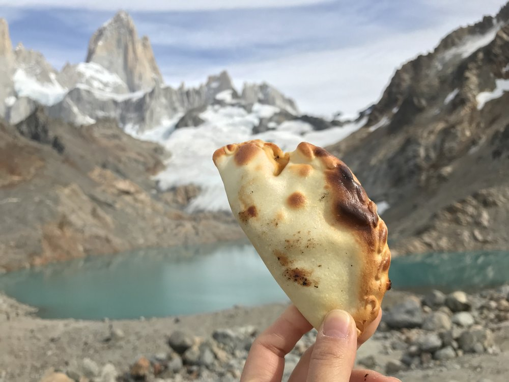 24hourkitchen-travel-argentina-el-chalten-patagonia-restaurants-guide-che-empanada