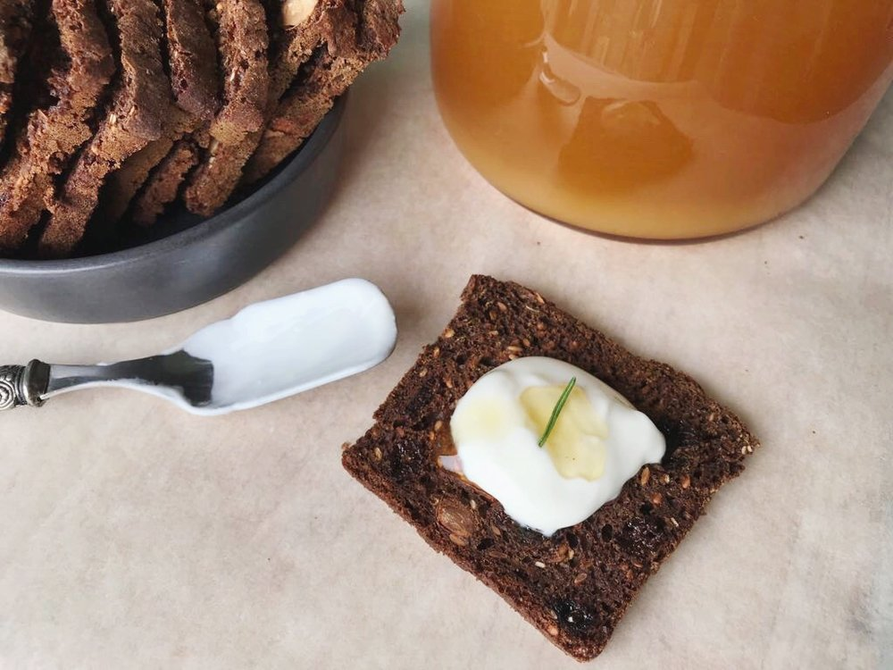 24hourkitchen-recipes-sourdough-almond-rosemary-raisin-crisps-crackers