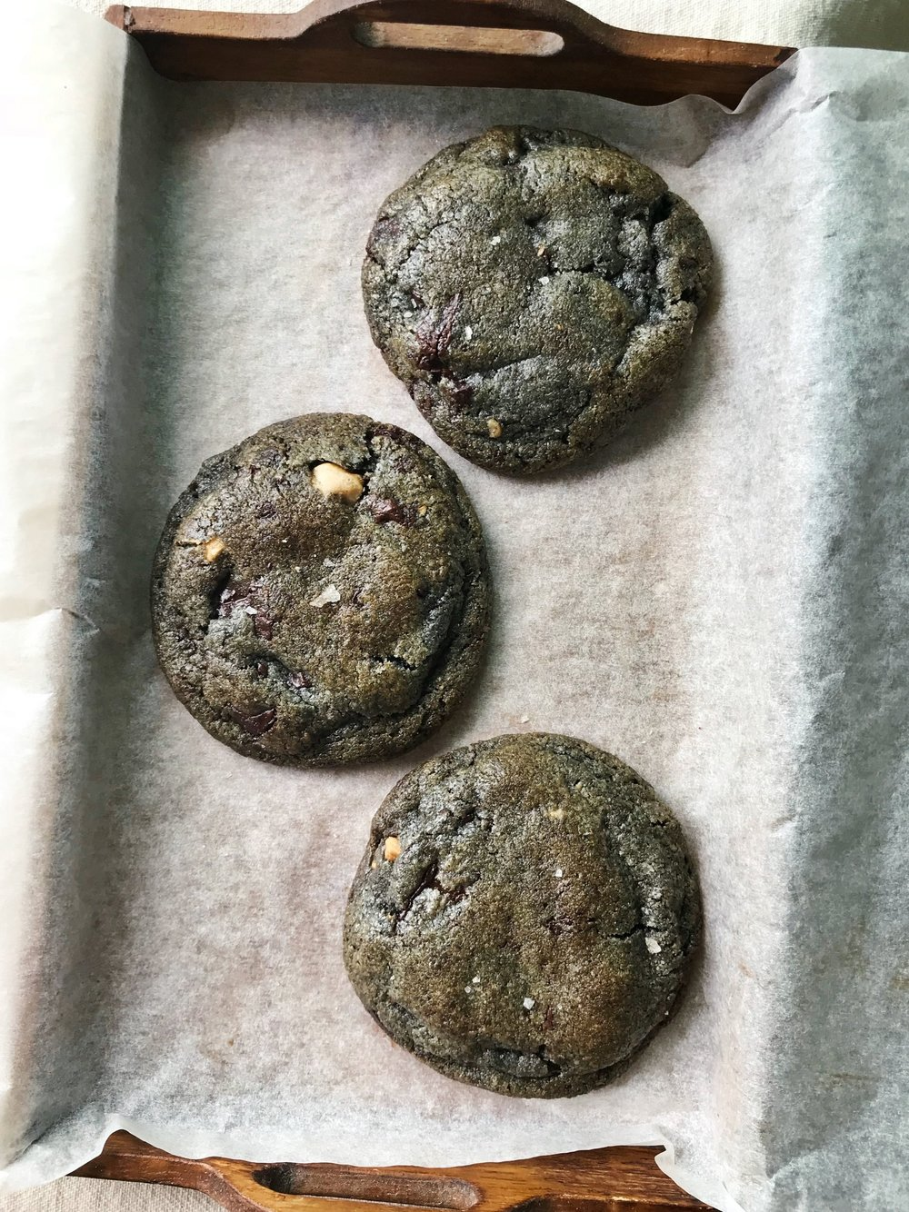 24hourkitchen-recipes-black-tahini-chocolate-chip-cookie-smoked-salt