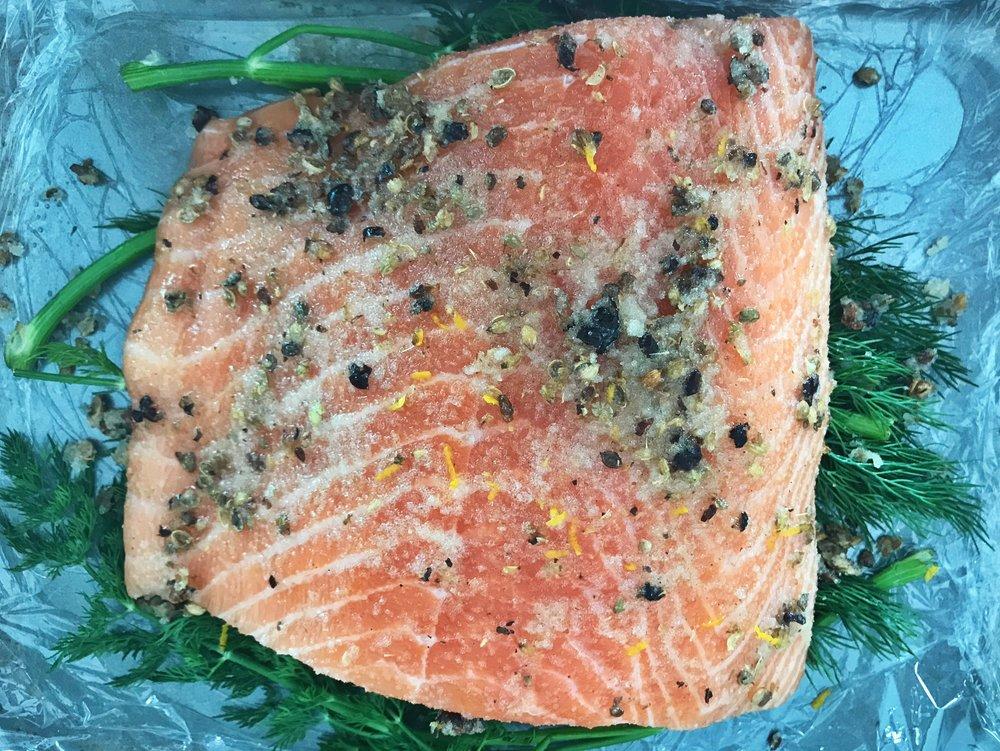 24hourkitchen-recipe-whole30-sugar-free-cured-salmon-gravlax