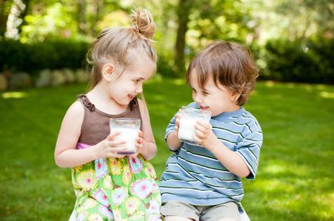 Kids drinking milk.jpg