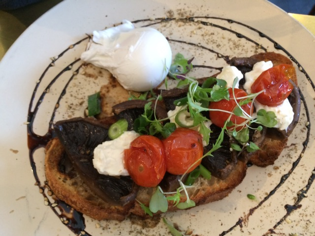 Poached eggs with mushrooms, feta and tomato