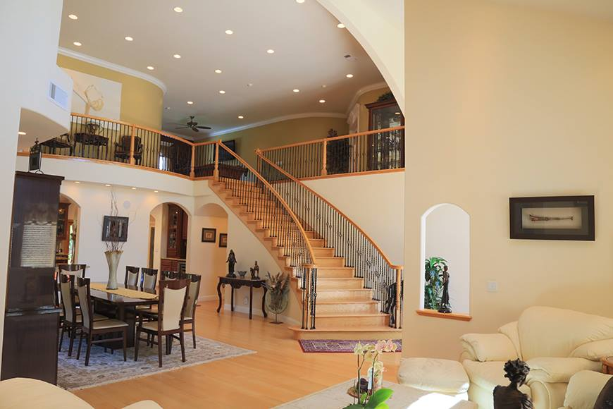 dining stairway.jpg