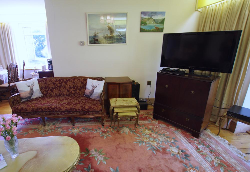 lounge-tv.jpg