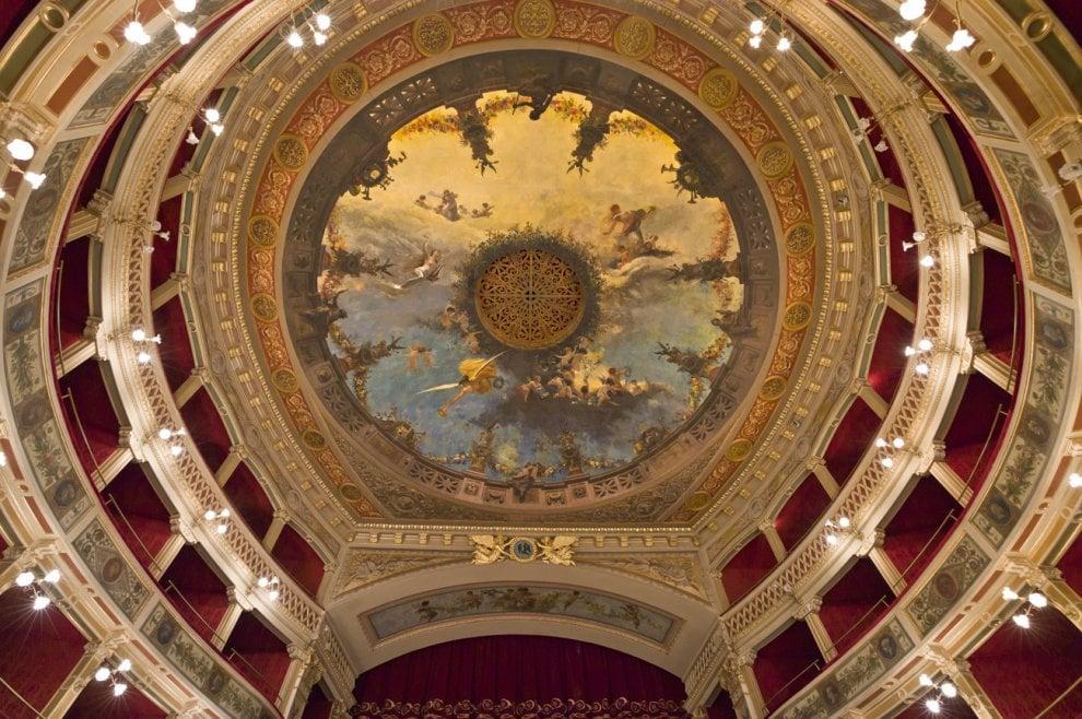 la luce e il teatro.jpg