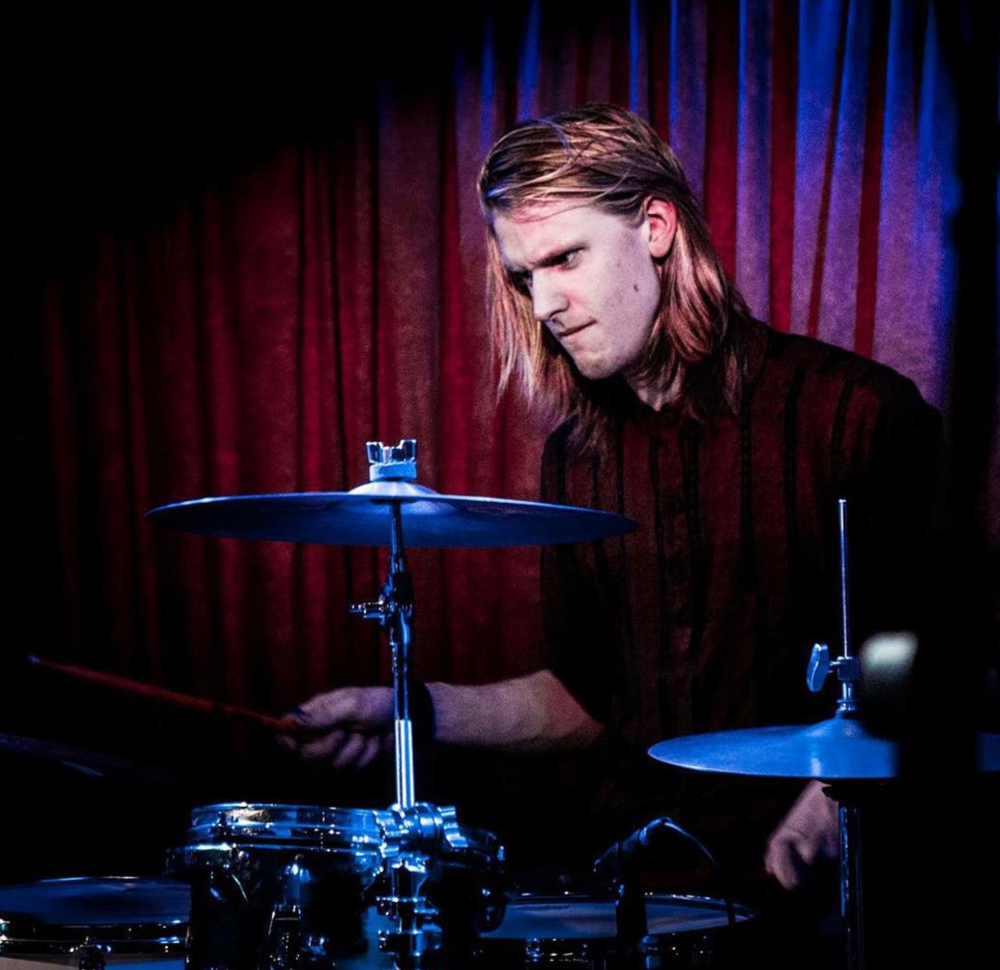 Oliver Morley-Sattler - Blue Mountains based musician, front man of prog-rock party 'Paperhill' and 'Dangerbaby', drummer for 1 million other bands including me.