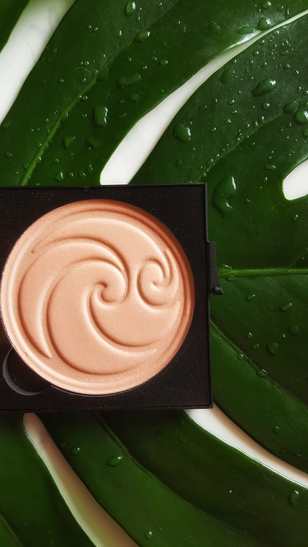 Living Nature Luminous Pressed Powder (medium) - NZD $58