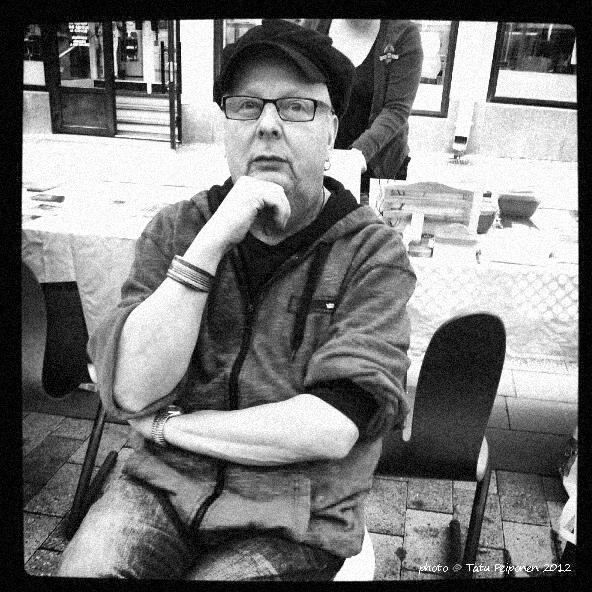 Rune Snellman, perinteinen pimiö   044 566 9736  rcnellman.rs@gmail.com