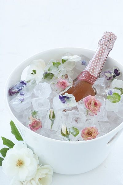 Picture Credit:    http://www.marthastewart.com/348299/floral-ice-cubes