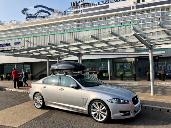 Jaguar XFS Executive Travel. Travel to airports and docks. Holiday transfers.