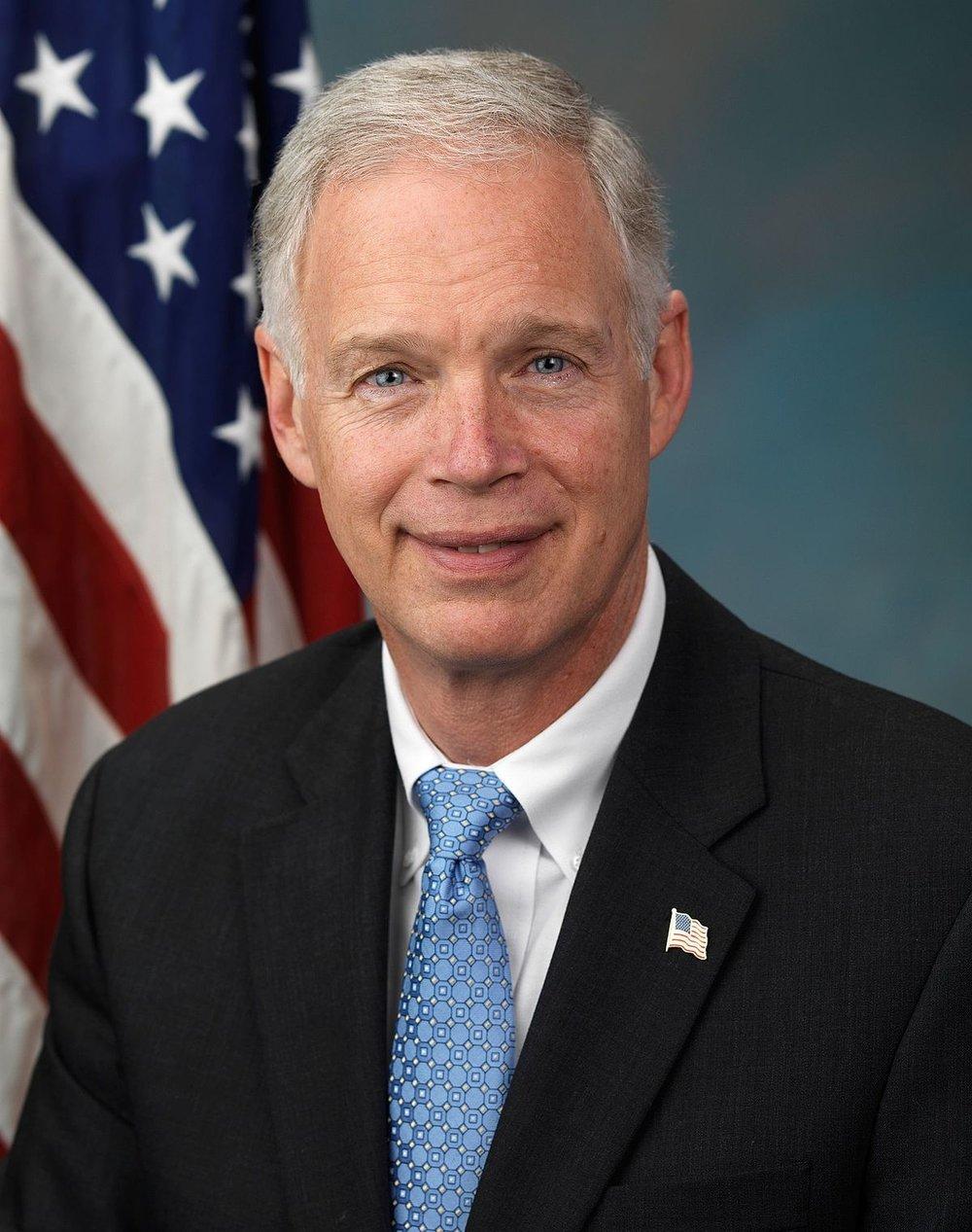 Sen Ron_Johnson,_official_portrait,_112th_Congress.jpg