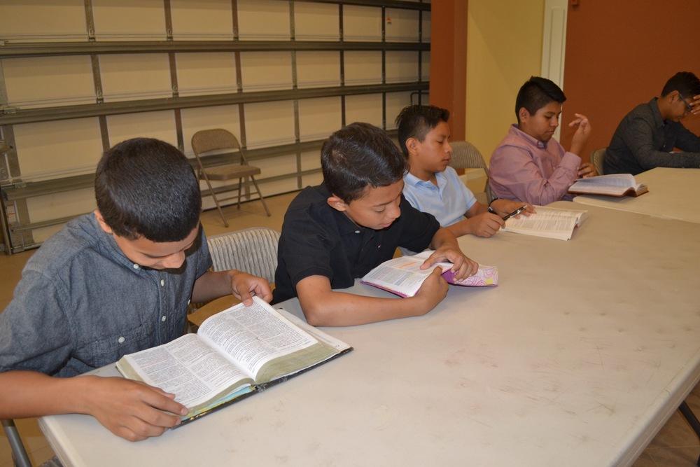 Clase Pre-Adolescente:   12 a 14 años  Nuestro propósito como pueblo de Dios es estudiar la palabra de Dios, en el día de Señor, en la casa de Dios.