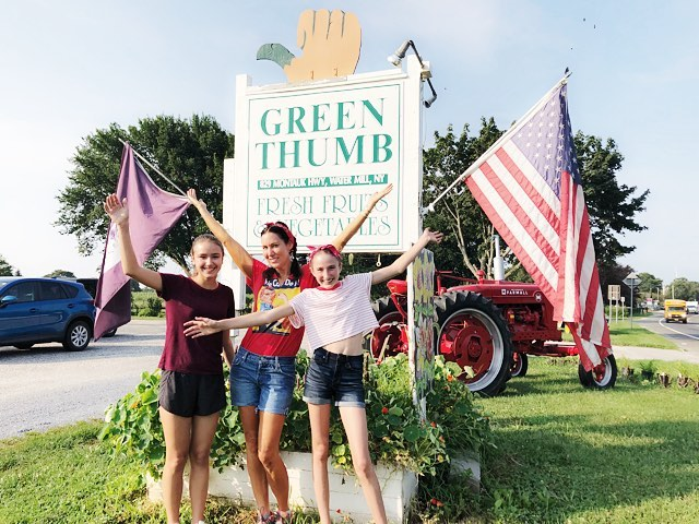 The girls at Green Thumb 👍🏼🌱 All the thumbs up for them 👯‍♀️🥧 @greenthumborganicfarm