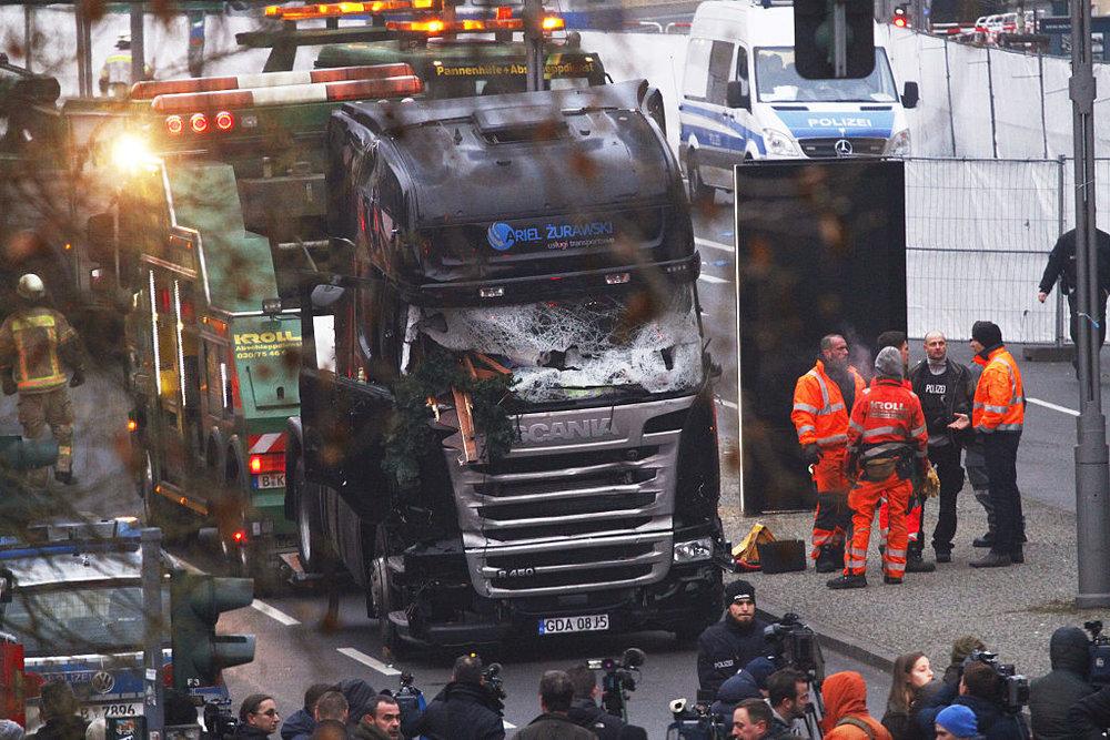 Il camion con cui Anis Amri ha compiuto la strage di Berlino.