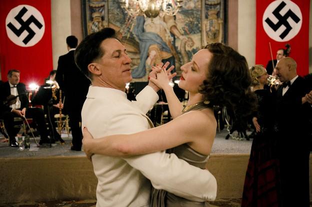 Andreas Richter nei panni di Luis Trenker e Annie Brunner nei panni di Leni Riefenstahl.