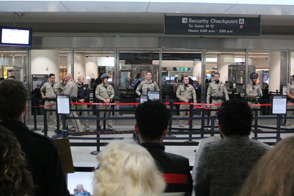 Proteste all'aereporto di San Francisco. Foto di: quinnums via photopin.