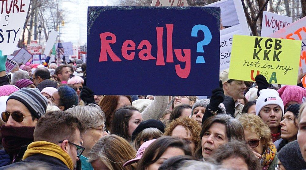 Davvero? si chiedono le manifestanti alla Women's March