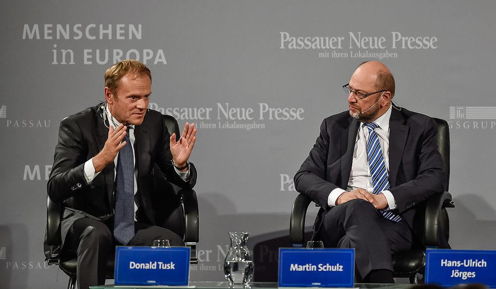 Martin Schulz (sulla destra), allora Presidente del Parlamento Europeo, con il Presidente del Consiglio d'Europa, il polacco Donald Tusk.