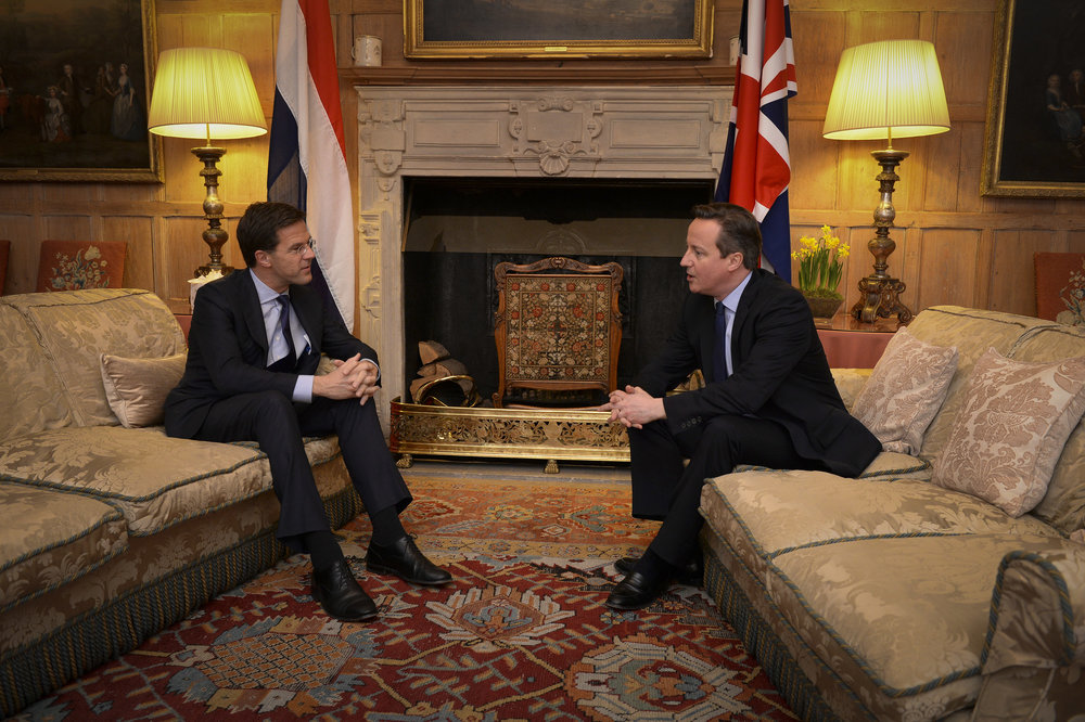 Il primo ministro olandese Mark Rutte a colloquio con l'allora primo ministro britannico David Cameron. Foto: Rijksvoorlichtingsdienst , licenza:  CC 2.0