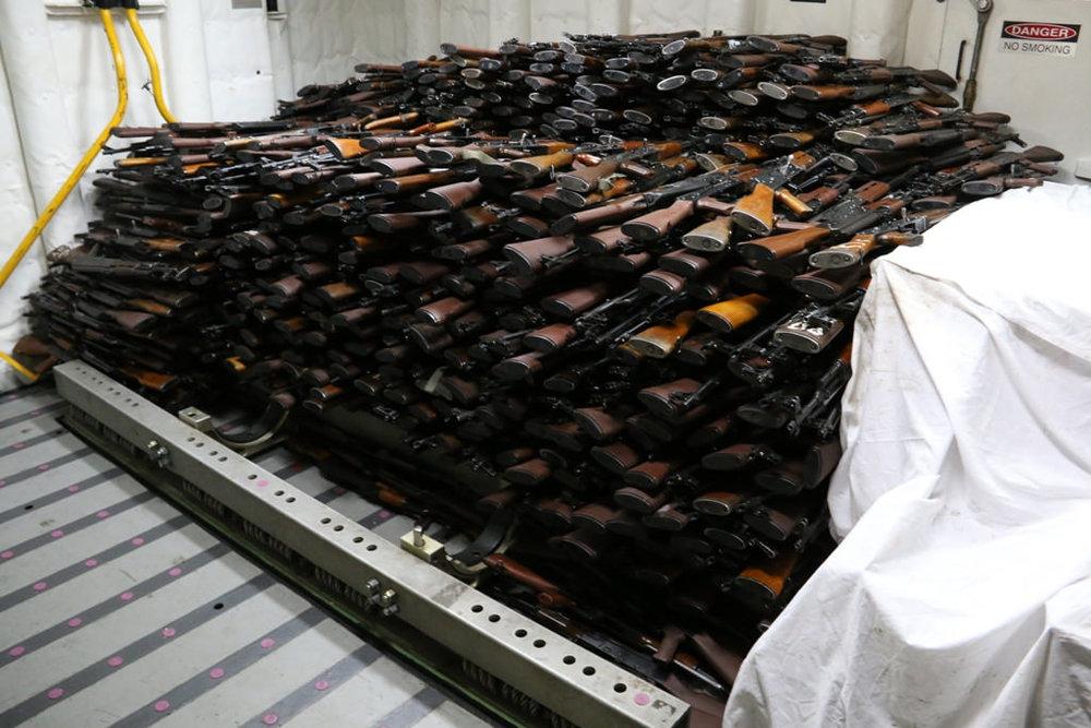 Parte di un carico d'armi proveniente dall'Iran e destinata agli Houthi yemeniti sequestrata dalla Marina statunitense. Fonte: U.S. Navy Licenza: CC 2.0