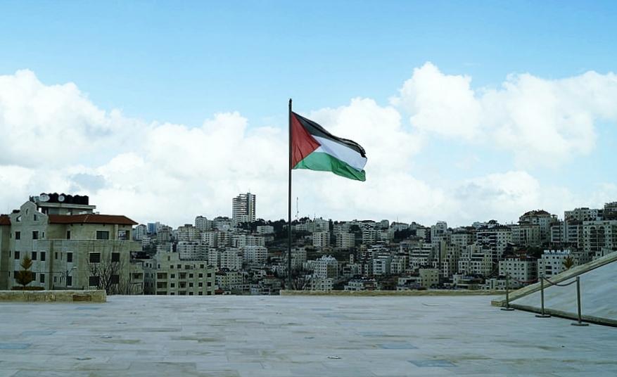 La bandiera palestinese a Ramallah, Mahmoud Darwish Memorial. Fonte: thausjLicenza: CC 2.0