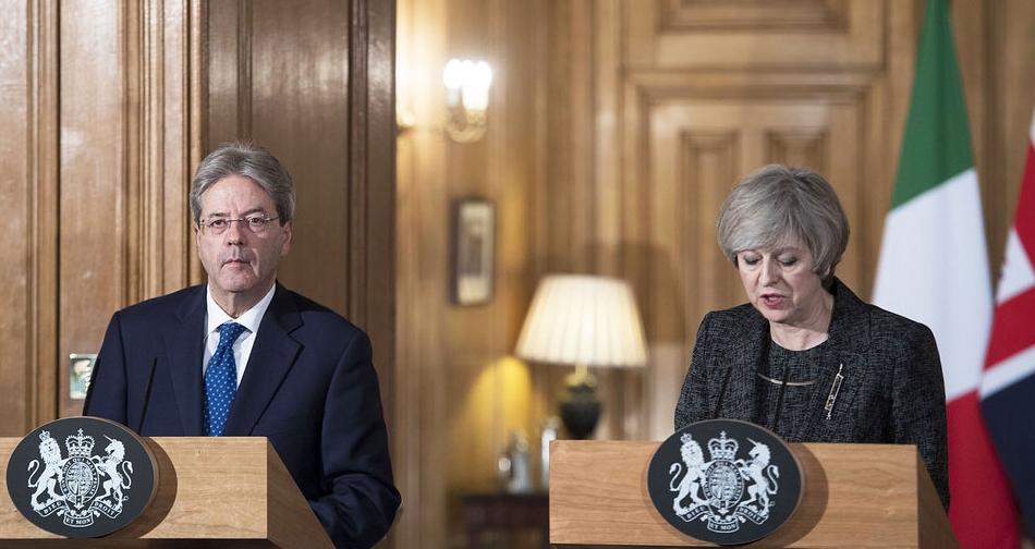 Paolo Gentiloni e Theresa May durante l'incontro a Londra. Foto:  Palazzo Chigi  Licenza:  CC 2.0