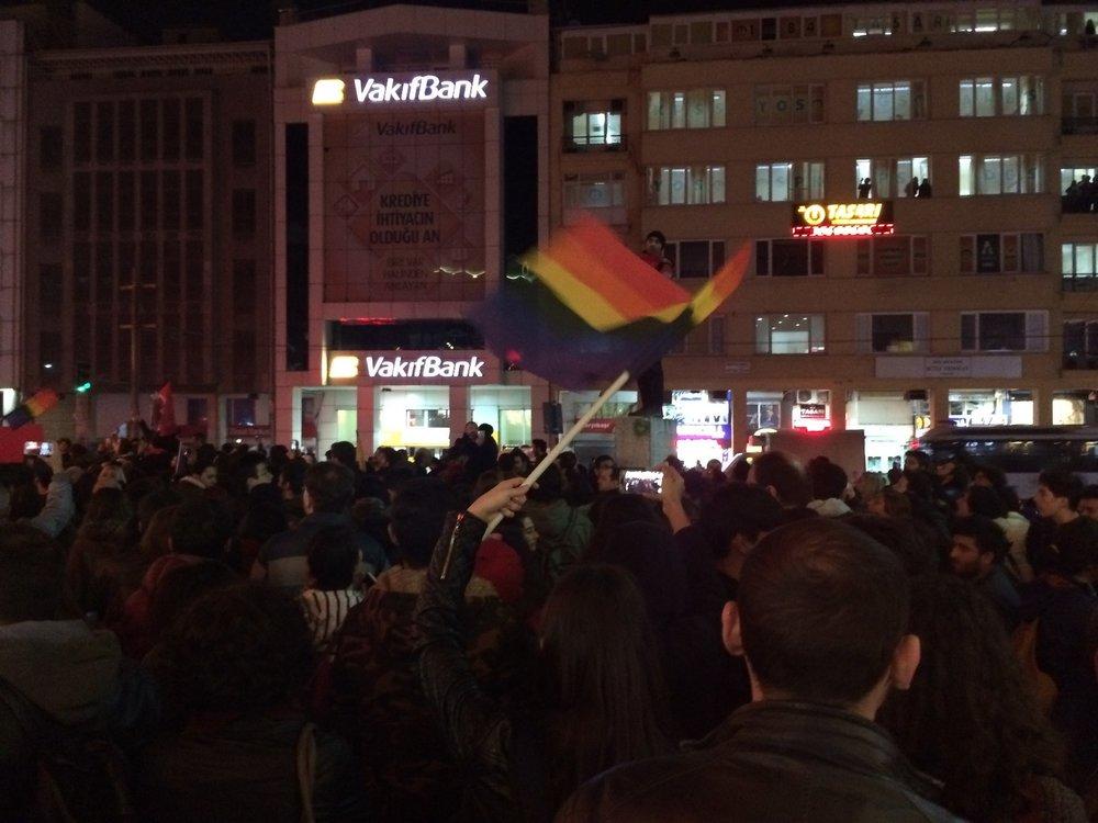 Kadikoy, Istanbul, la protesta anti-Erdogan ormai giornaliera per le strade del quartiere laico e repubblicano della città. Foto: il Caffèe e l'Opinione.