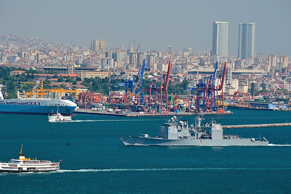 Il porto di Istanbul, uno dei principali del Mediterraneo e fulcro degli interessi commerciali del paese. Foto: Harold Litwiler Licenza:  CC 2.0