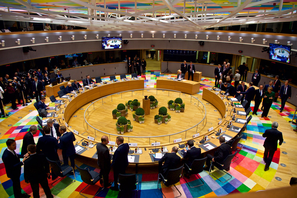 La sala del Consiglio d'Europa a Bruxelles. Foto: Informal meeting of 27 Heads of States and Governments, Brussels, 10 March 2017 di European Council Licenza: CC 2.0